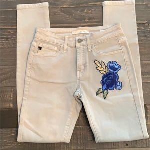 NWOT-KanCan Embroidered Skinny Jeans